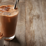 5 Best caffeinated protein shakes without sugar (Recipes Included)